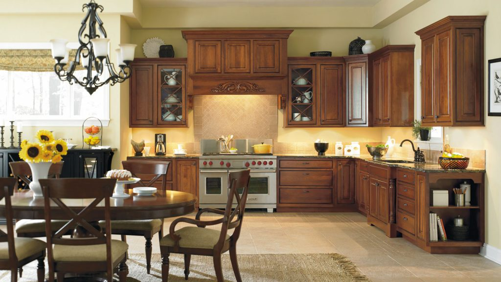Traditional kitchen with Oak wood Columbia custom cabinets